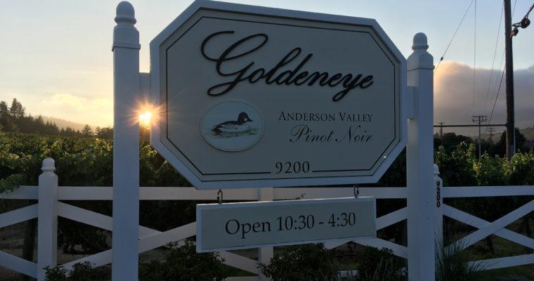 絶景のテラスでのカリフォルニアのピノ・ノワールをテイスティング Goldeneye Winery